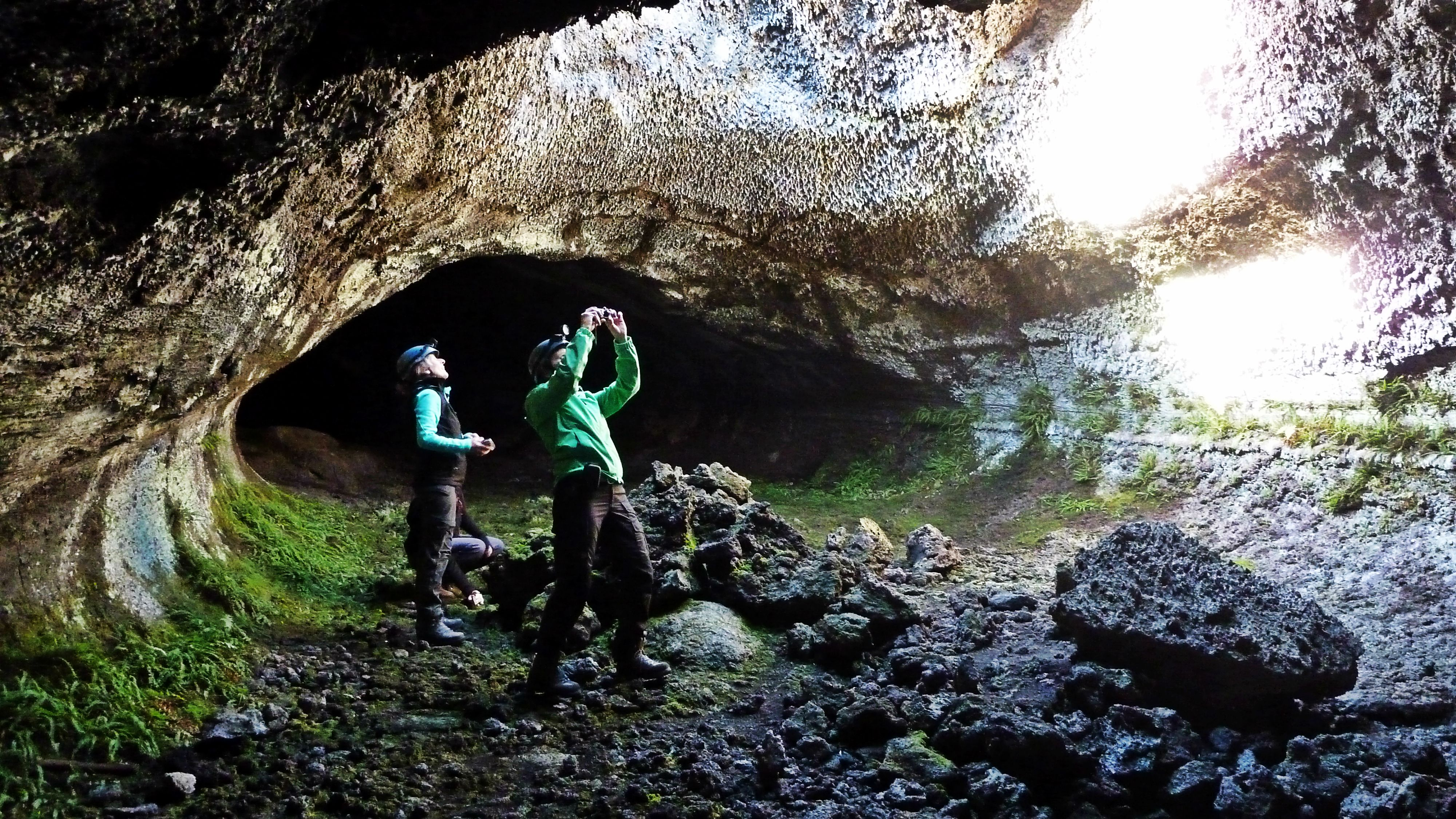 Etna – Trekking tra grotte e crateri